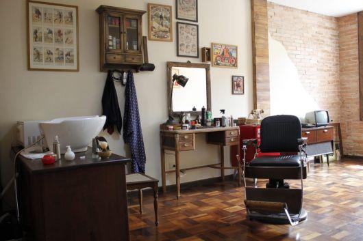 Modelo de decoração de barbearia com quadrosa