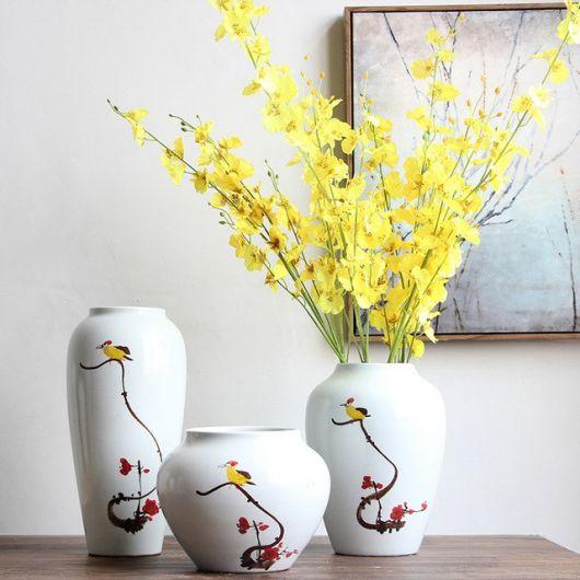 Vasos delicados de cerâmica