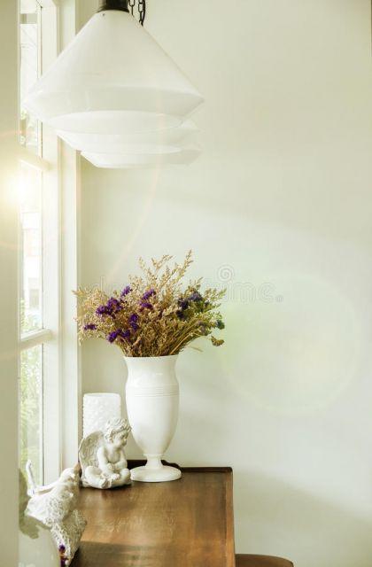 Dica de vaso branco com decoração clássica