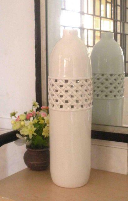 Vaso branco diferente para favorecer a sua decoração