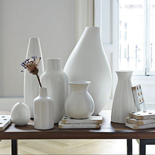 Conjunto de vasos brancos para decoração clássica