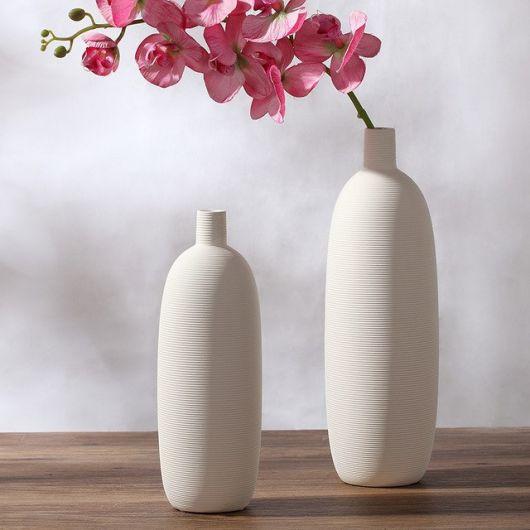 Vasos modernos e delicados para por em mesas