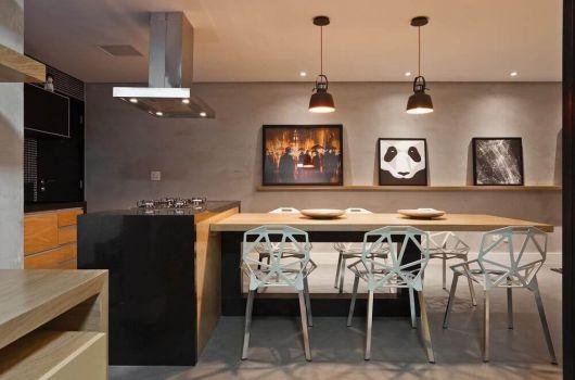 Adornos decorativos - como os quadros - são perfeitos para deixar sua área gourmet mais bonita
