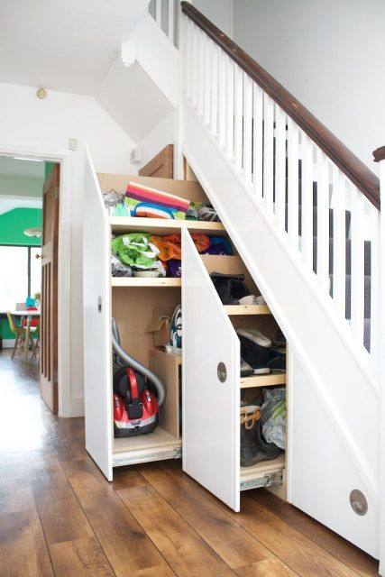 Vários compartimentos para guardar utensílios e itens essenciais para a casa