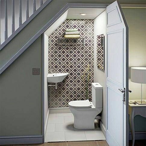 Banheiro embaixo da escada