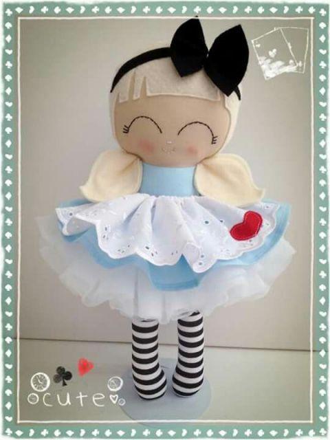 Boneca de feltro Alice no País das Maravilhas