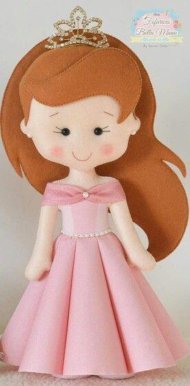 Boneca de feltro princesa com vestido rosa