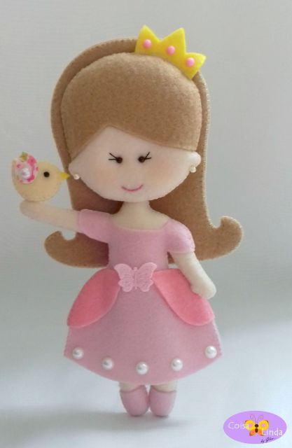 Boneca de feltro princesa com