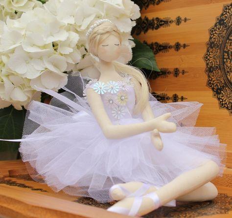 Boneca de feltro bailarina com vestido lilás