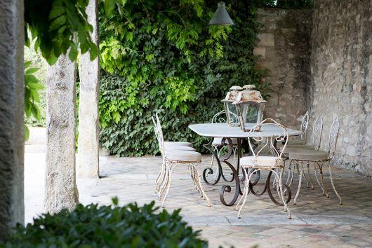 cadeira provençal conjunto com mesa de jardim