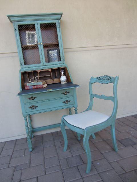 cadeira provençal com mesinha