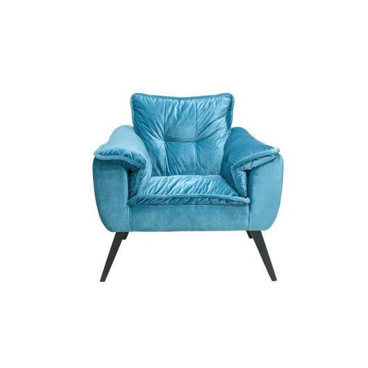 cadeira azul com pés de madeira na cor marrom escuro.