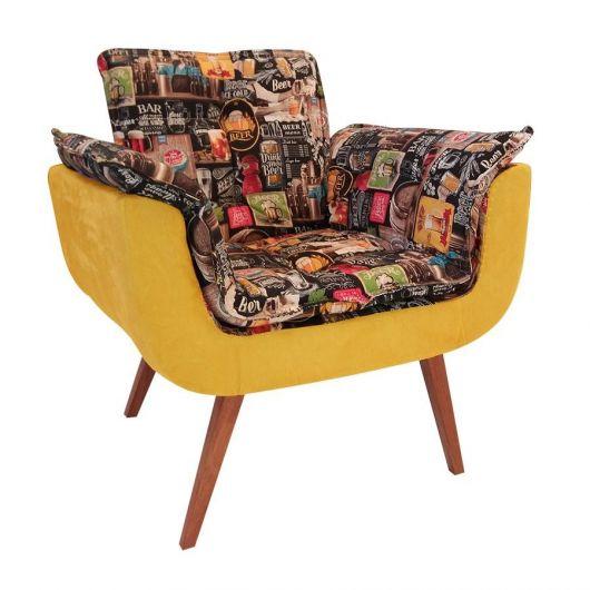Cadeira decorativa na cor amarelo, com estampa.