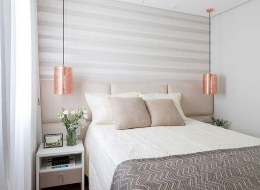 papel de parede de listras no quarto