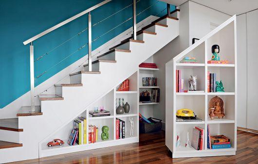 Dica de armário modular para decorar embaixo da escada