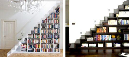 Você pode preencher o visual vazio que fica embaixo da escada simplesmente com livros