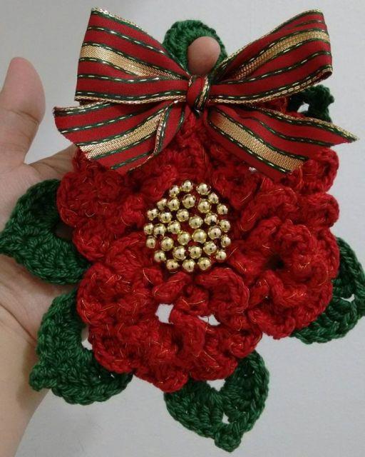 Dica de flor de crochê para decorar a árvore de natal