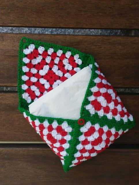 Outro modelo de porta guardanapos em crochê para o Natal
