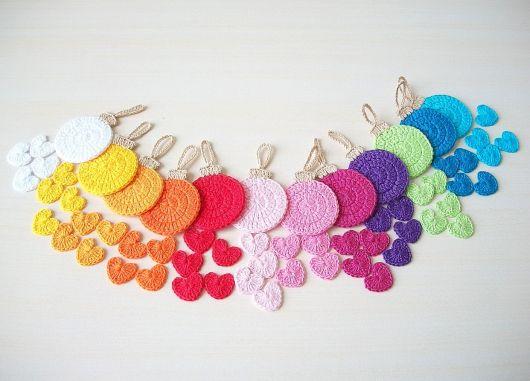 Bolas fofinhas coloridas para usar na árvore de natal