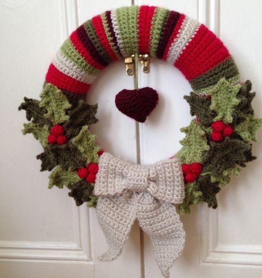 Escolha cores que combinem com o Natal para o enfeite de porta