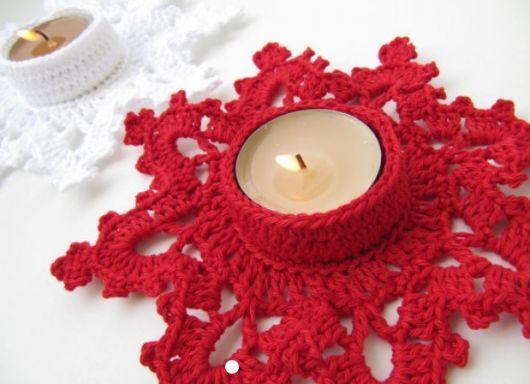 Vela decorada com crochê para o Natal