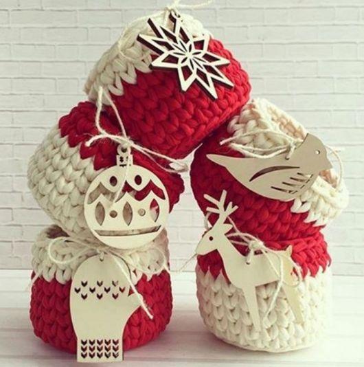 Inspire-se com potes decorativos em crochê para o Natal