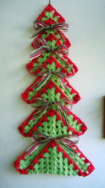 Decore a árvore de natal de crochê com lacinhos