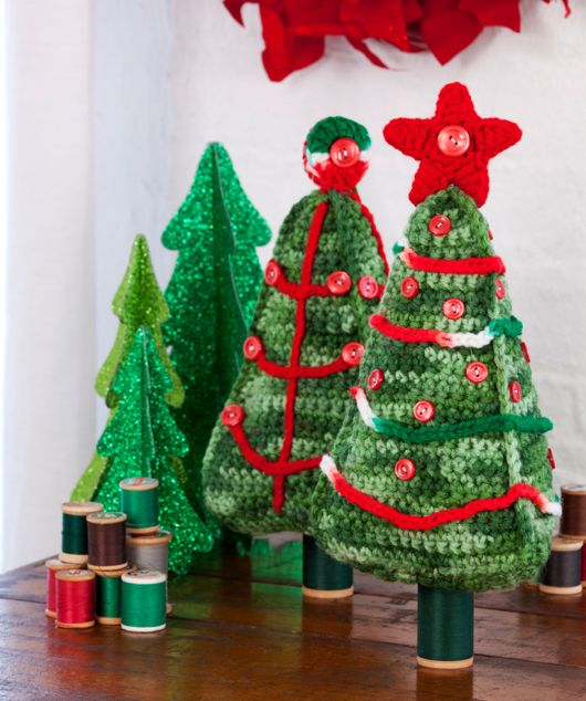 Árvores de Natal pequenas em crochê