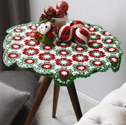 Toalha de crochê para usar no Natal
