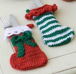 Faça botas de crochê para decorar a mesa natalina