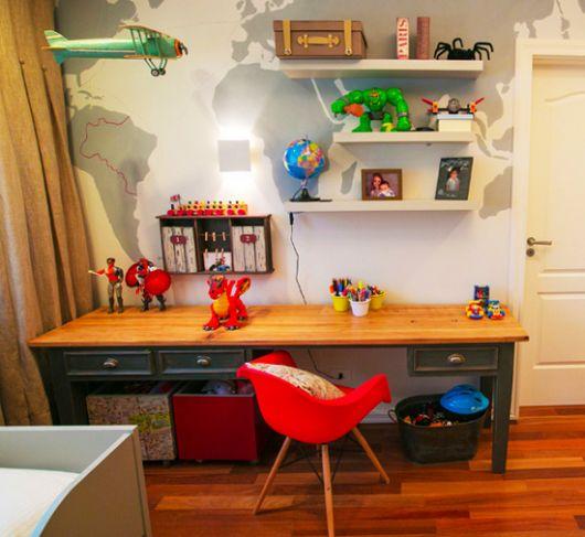 O quarto infantil fica mais completo com uma escrivaninha de boa qualidade