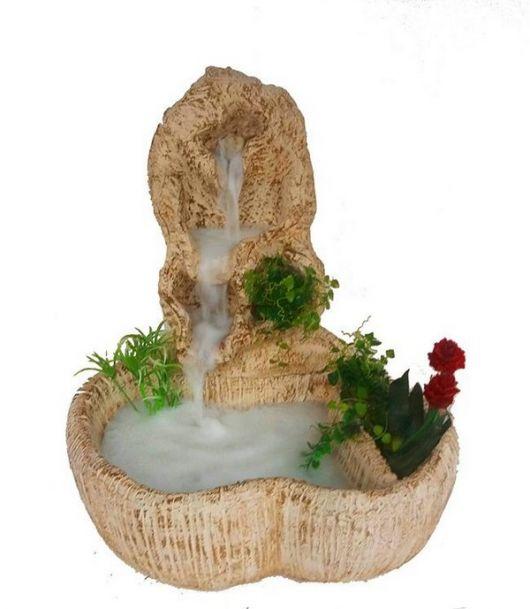 fonte de água decorativa de pedra.