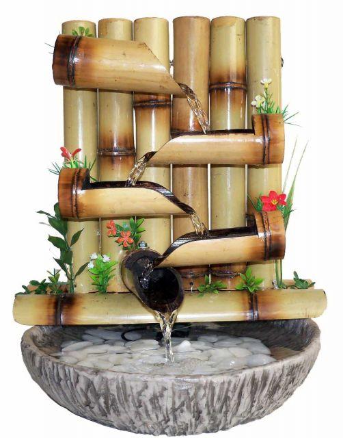 fonte de água decorativa inspiradda no design de bambus.