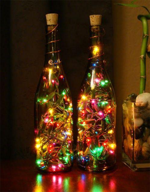 garrafa verde decoradas com pisca pisca colorido dentro.