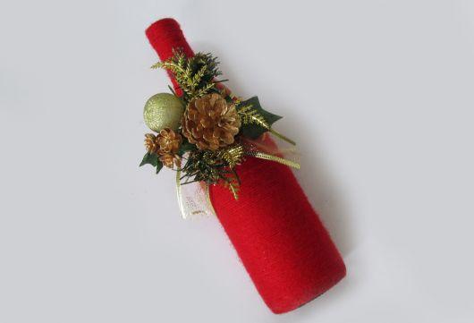 garrafa decorada na cor vermelha para o natal.