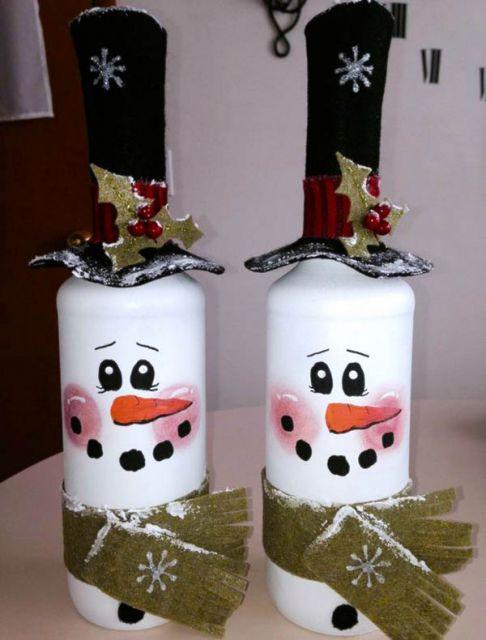 garrafas decoradas no estilo boneco de neve.