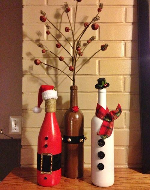 garrafas pintadas nas cores, branca, vermelha e marrom.