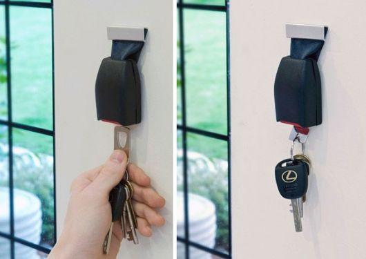 Um padrão inspirado nos cintos de segurança para guardar a chave do carro