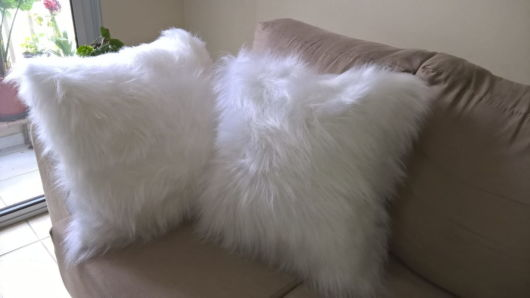 Almofada de pelo branca