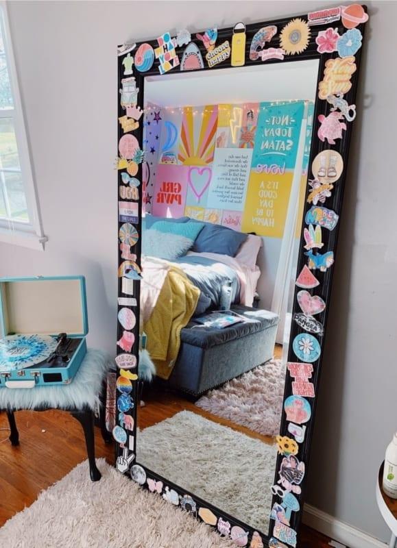 Moldura de espelho para quarto adolescente