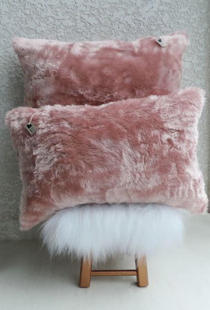 Modelos de almofadas de pelo rosas