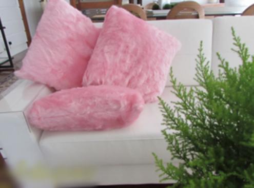 Dica para decorar com almofada rosa de pelo