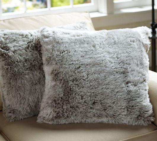 Modelos de almofadas de pelo cinza
