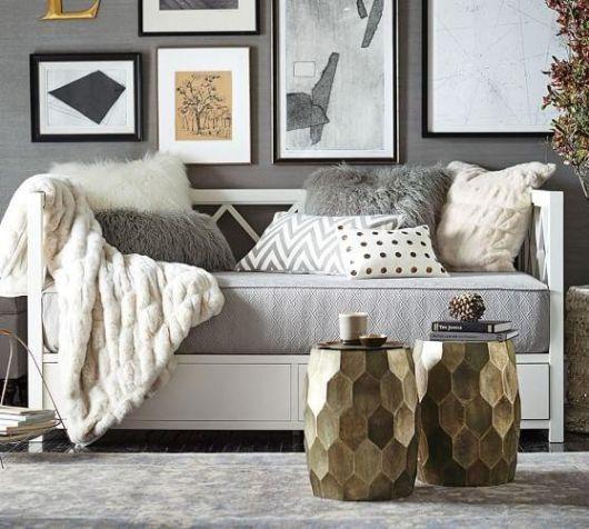 Sala contemporânea lindíssima com almofadas