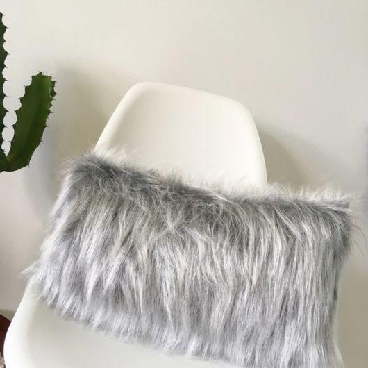 Ideia para deixar a cadeira da penteadeira mais confortável almofada de pelo