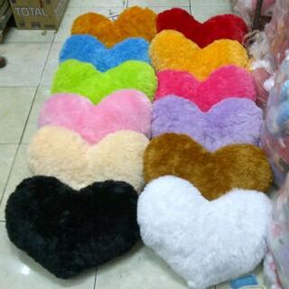 Almofadas peludas em forma de coração