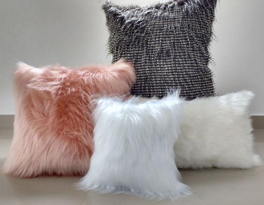 Sugestões de almofadas coloridas de pelos