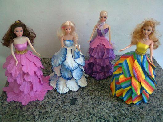 Boneca de garrafa pet com vestido de EVA colorido