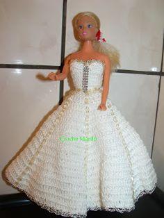 Boneca de garrafa pet com vestido de crochê branco