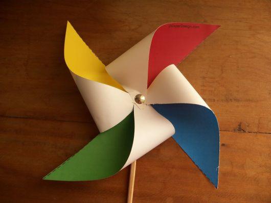 Catavento de papel com 4 cores